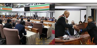 President Bouterse presenteert jaarrede in parlement